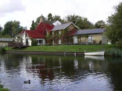 Crosskeys Riverside House